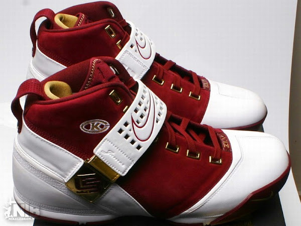 a6771470ac4 ... Nike Zoom LeBron V Christ The King Away PE from HoH ...