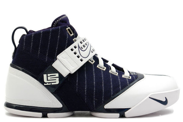 3fd178016212d0 ... LeBron 5 New York Yankees edition hits exclusive stores ...