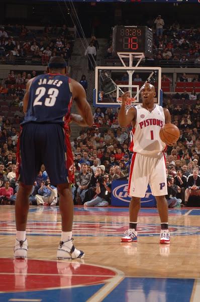 200708 NBA Season CLE at DET LeBron leaves with injury