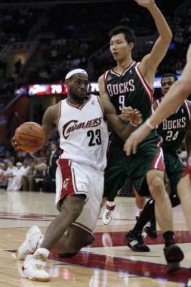 200708 NBA Season CLE vs NJN LBJ reaches 9000 points