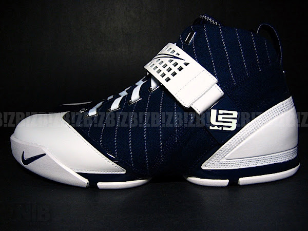 Another look at the LeBron V New York Yankees Edition