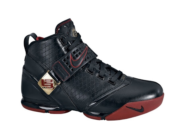Nike Zoom LeBron V 5 BlackRed live photo