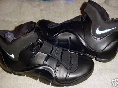 Zoom LeBron IV 8216Vader8217 Player Exclusive