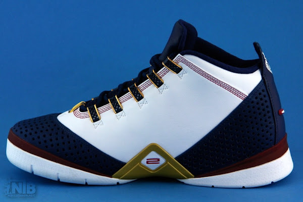 New pics of the White and Navy Nike Zoom Soldier II