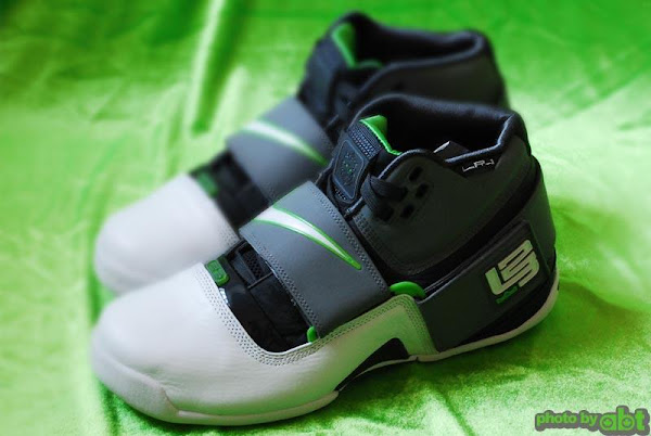 Nike Zoom LeBron Soldier Dunkman showcase