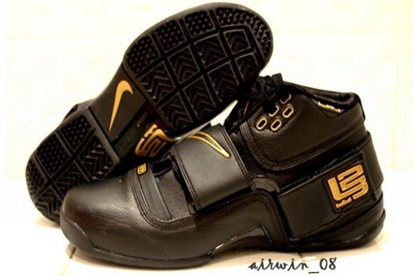 Nike Zoom Soldier BlackGold Sample vs GR