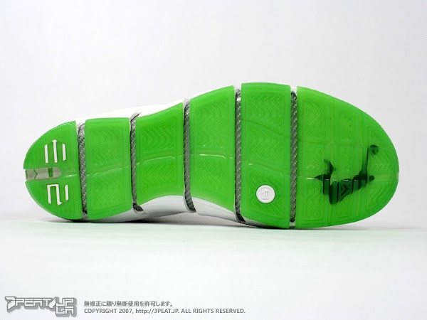 An indepth look at the Zoom LeBron IV Dunkman