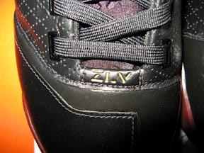 lbj5 og black crimson2 01 A closer look at the Fearless Zoom LeBron V