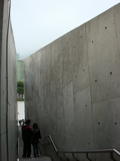 平行的高牆