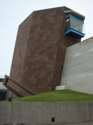 八角塔與高牆