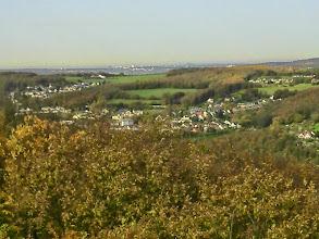 Photo: Geweke, Auf der Halle, Höxtersiedlung, Tückinger Wald. Im Hintergrund das Ruhrgebiet.