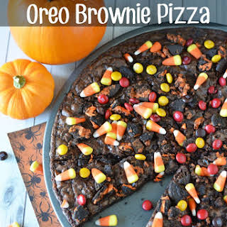 Halloween Oreo Brownie Pizza.