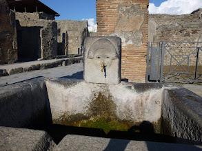 Photo: It.s3S228-141007Pompéï, site archéo, fontaine à la croisée des deux grandes rues  P1000288
