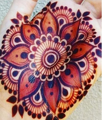 Dark colours fascinated by all the kids so here is dark coloured mehndi design with motifs.