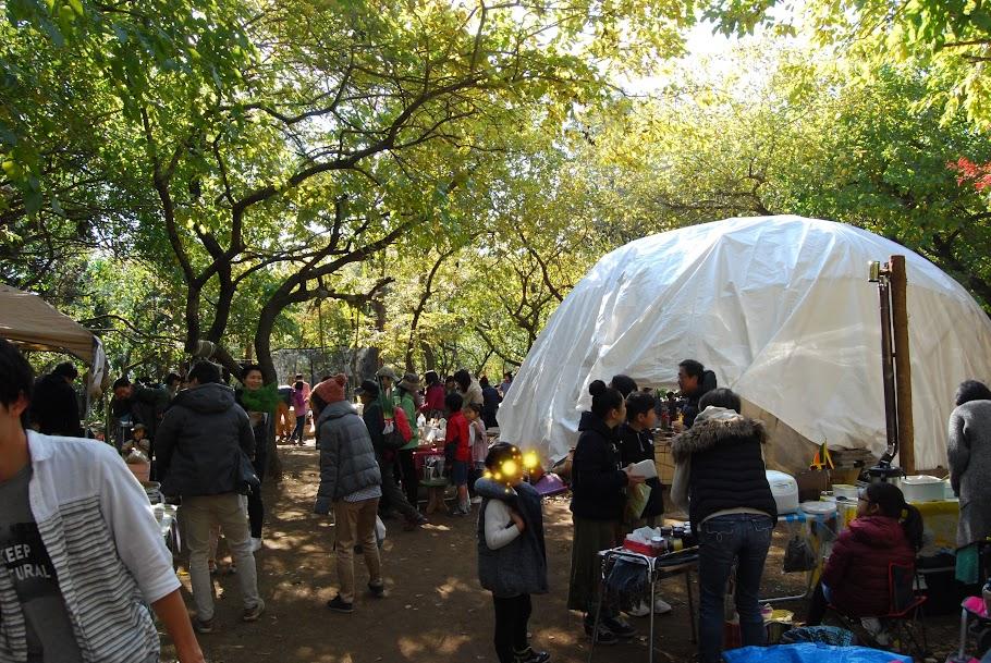 日高市清流の森の果樹園で行われた清流青空マーケット