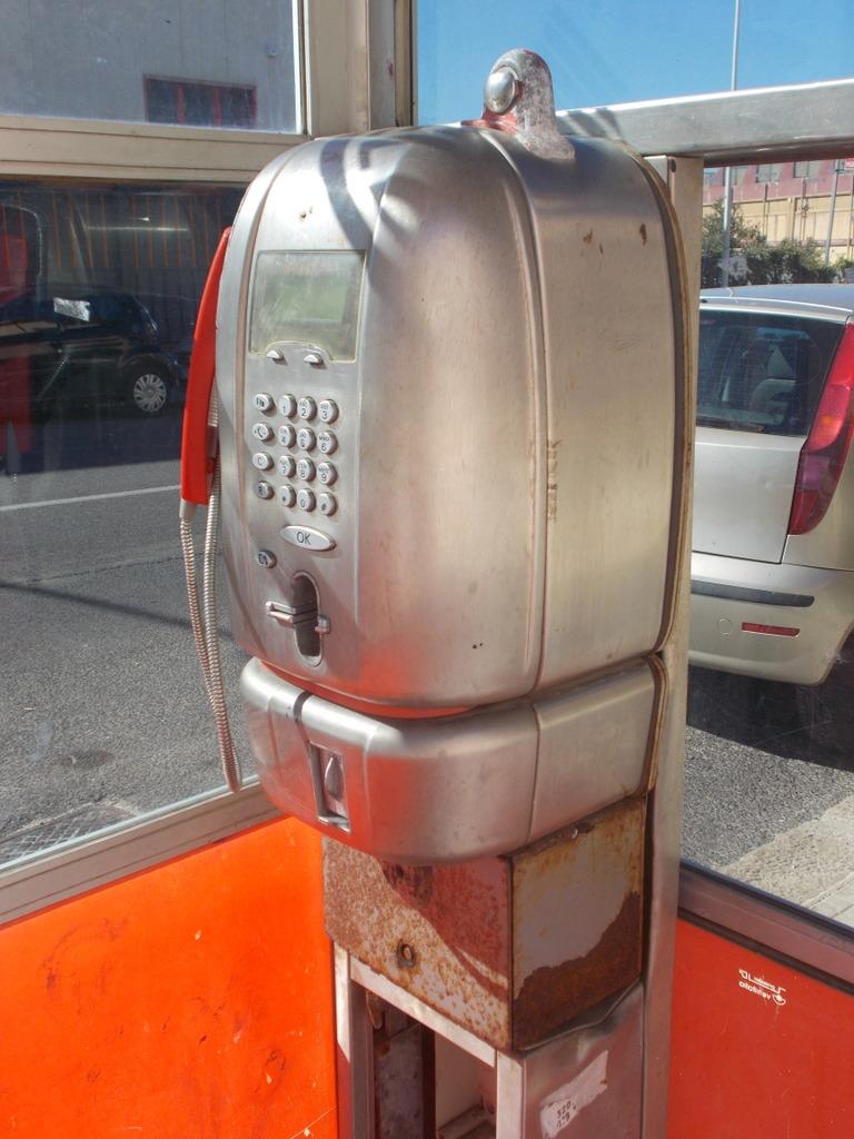 Speak to me on telephone di Pretoriano