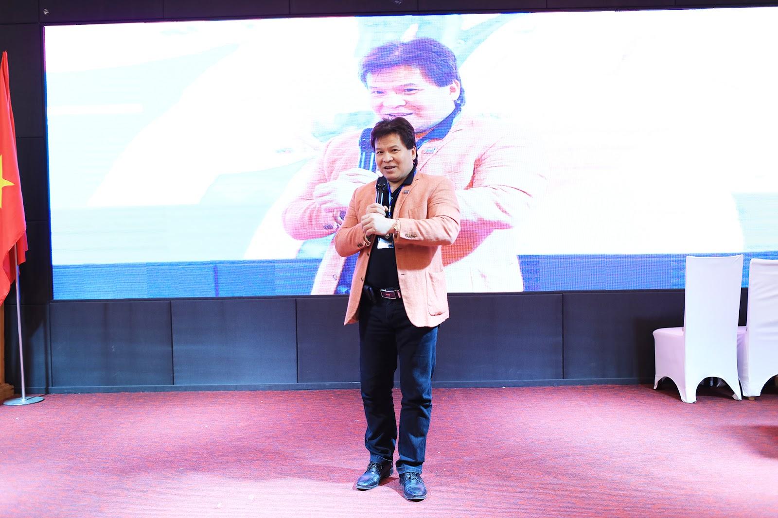 Cuối chương trình,NSNDTống Toàn Thắng - PGĐLiên Đoàn Xiếc Việt Nam có đôi lời phát biểu và chia sẻ với các ảo thuật gia cũng như khán giả trong chương trình