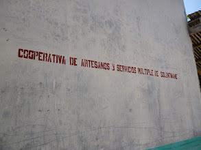 Photo: ein großer Teil der Bewohner dieses Archipels verdient sich etwas durch die Herrstellung von Kunsthandwerk (artesania)