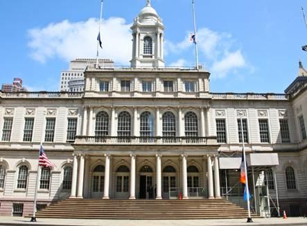 Descrição: https://thenypost.files.wordpress.com/2014/02/cityhall.jpg