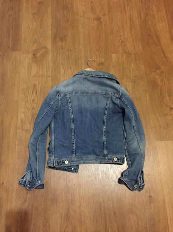8-sorbos-de-inspiracion-reutilizar-reciclar-chaqueta-vaquera-camiseta-camisa-pintura