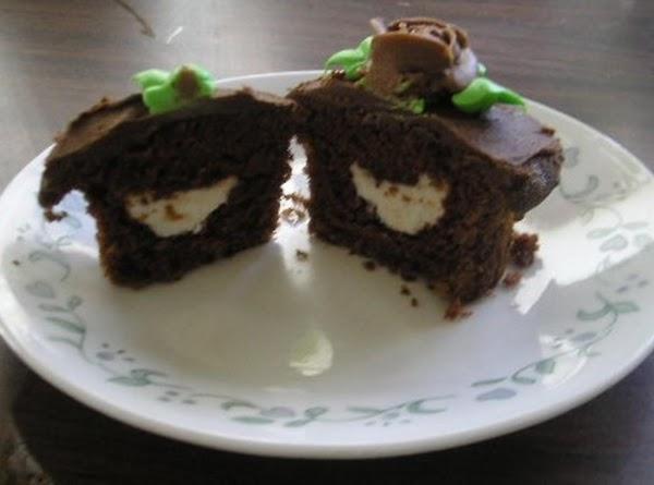 Cream-filled Chocolate Cupcakes Recipe