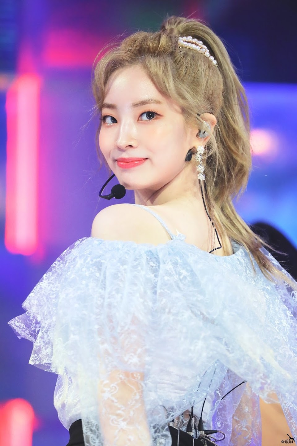 dahyun shoulder 10