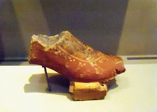Photo: Terracotta foot, Sermonete, end 6th century BC, Staatliche Museen Berlin