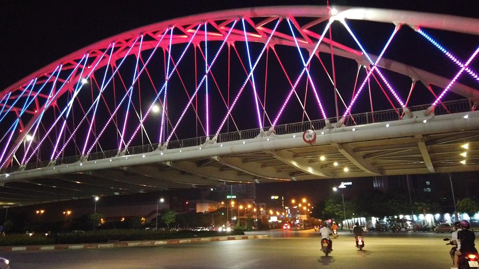Đường Lề Hồng Phong lung linh về đêm ở Hải Phòng 3