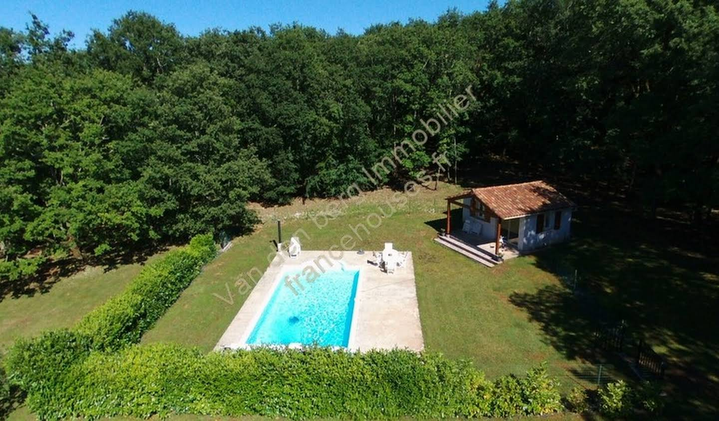 Contemporary house with pool and garden Terrasson-Lavilledieu