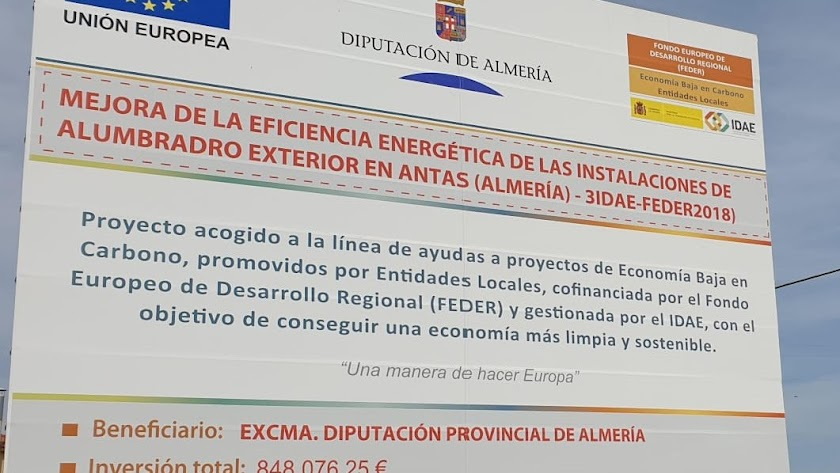 Cartel que da cuenta del proyecto en el municipio de Antas.