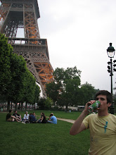 "Photo: ""I want a picture of me drinking beer in front of the Eiffel Tower!"