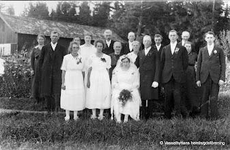Photo: Granhult 1920-talet. Fr. v: 1 Anna Verner, 2 Anders Örn, 3 Greta Rydberg, 4 Judit Jansson Heden, 5 ? ,  6 ? , 7 Elias Jansson, 8 Augusta Örn, 9 ? , 10 ? , 11 Ragnar Rydberg, 12? , 13? , 14? , 15? , 16 Hildur Örn, 17 Algot Persson