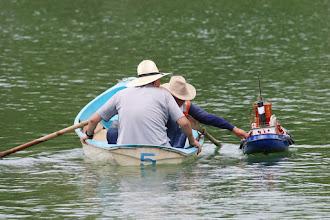 Photo: T2GR搭載のタグボート・カリナンならば、逆に手漕ぎボートをサルベージできるかも