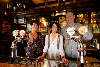 Photo: Cafe De Druif Zevenbergen. Van links naar rechts Annette de Rooij en Joacintha en Ad Crezee.