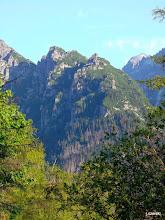 Photo: Rywociny (słow. Oštepy) – grupa turni stanowiąca dolną część Zimnowodzkiej Grani.  Najwyższym wzniesieniem tej grupy jest Wielka Rywocińska Turnia, która osiąga wysokość 1888 m n.p.m. http://pl.wikipedia.org/wiki/Rywociny_(Tatry)