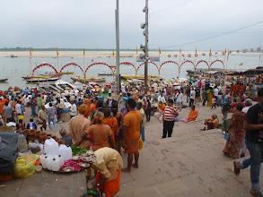 Photo: Ghát Dasaswamedh, kde se každodenně koná ceremonie zvaná Aarti.