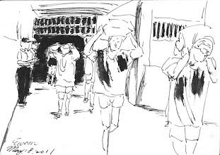 Photo: 防震演習2011.05.18鋼筆 收容人拿綿被的拿綿被、抱頭的抱頭,在防震演習時配合演出,其實我蠻懐疑的,要是真的大地震來了,他們會不會真的那麼乖?而我們的長官又是否真敢放他們出來避難?