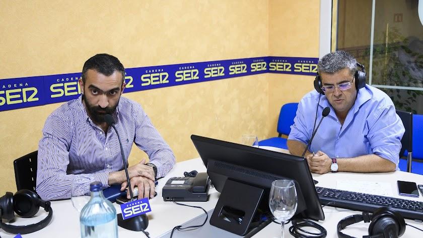 El consejero delegado de la Unión Deportiva Almería, Mohamed El Assy, en los estudios de SER Almería, junto a Rafa Góngora.