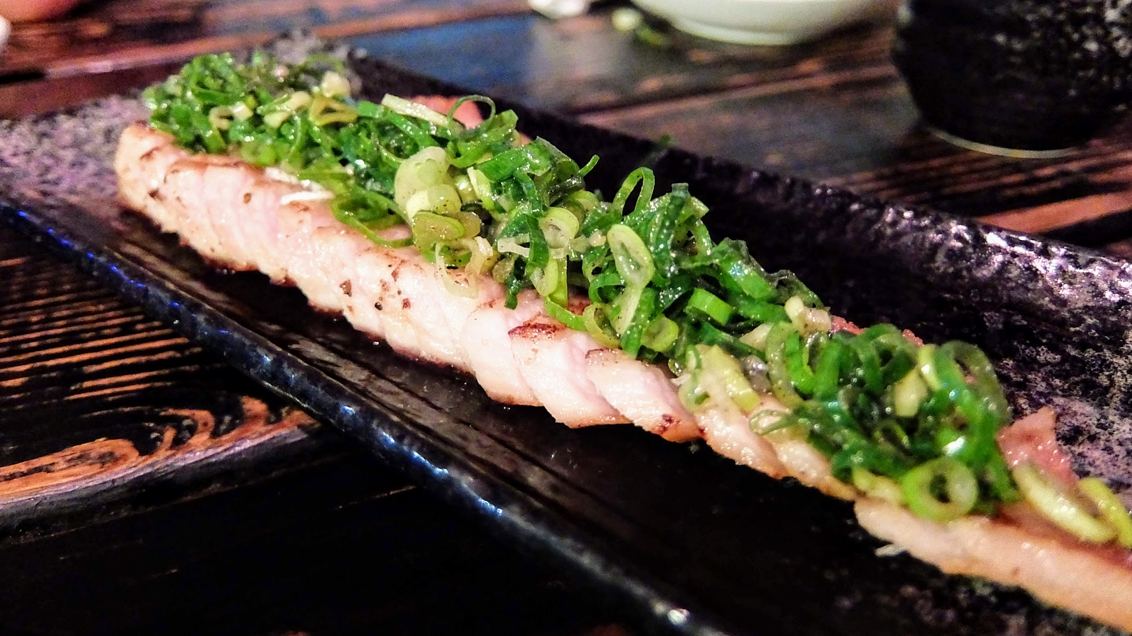這個松阪豬,上頭的蔥花好香啊! 有一點像是油蔥雞那種蔥花說! 松板肉很q...