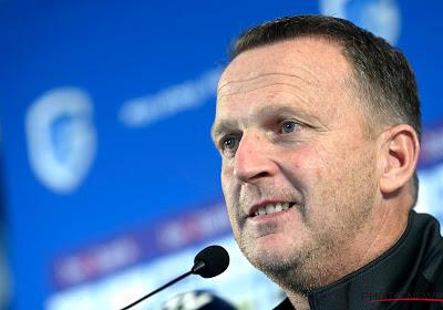 """John van den Brom zeer tevreden na indrukwekkende overwinning: """"Sterke eerste helft met aanvallend voetbal en mooie doelpunten"""""""