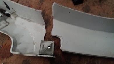 Photo: En la parte interior, se aprecia un cuadradillo que utiliza de suplemento para fijarlo y la zona interior de la rotura.