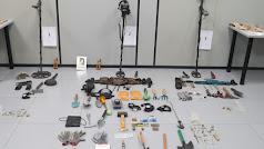 Piezas arqueológicas, detectores y otros objetos intervenidos por los agentes.