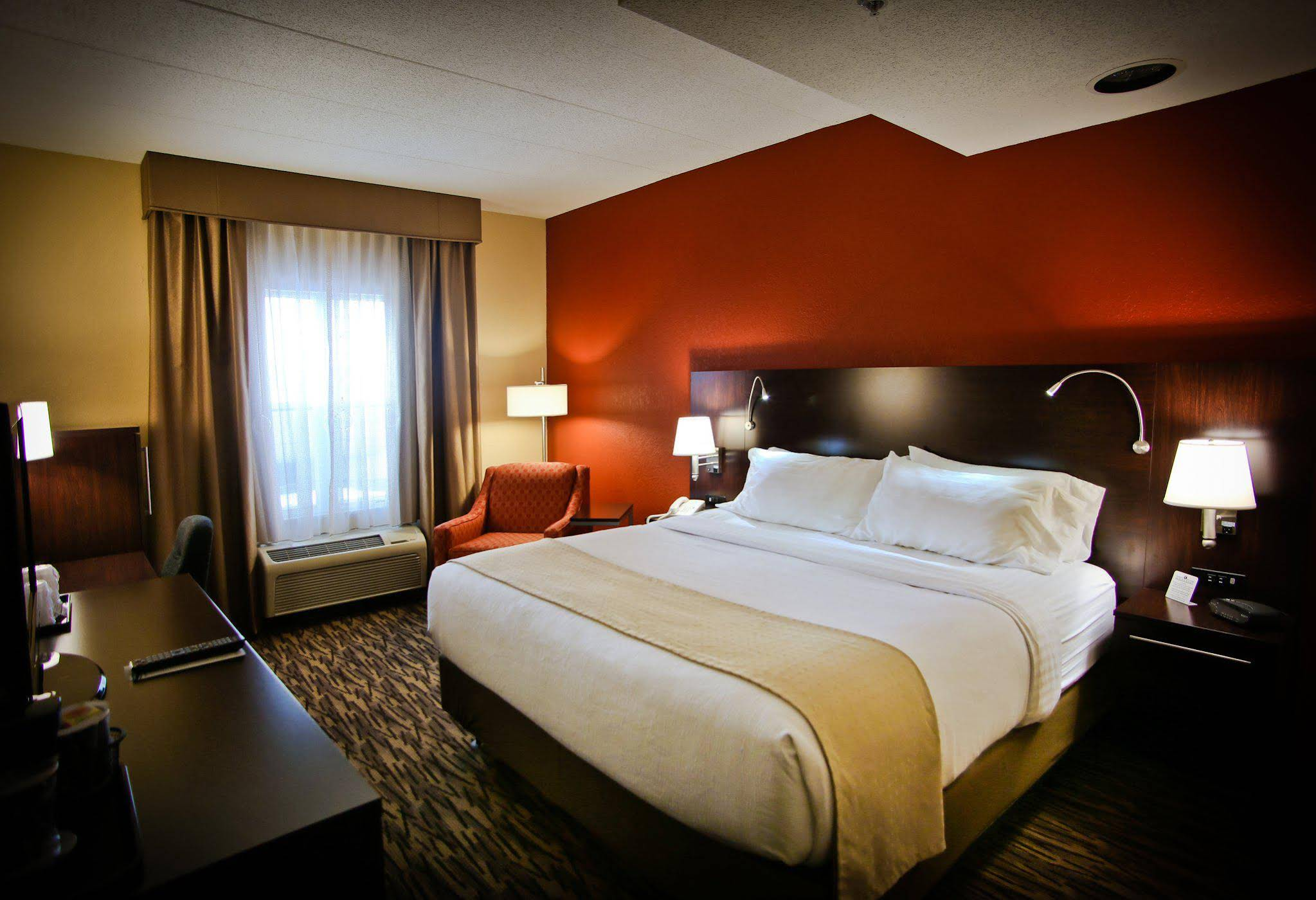 Holiday Inn and Suites La Crosse Downtown