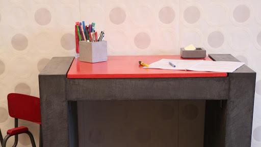 Bureau contemporain en béton ciré décoratif