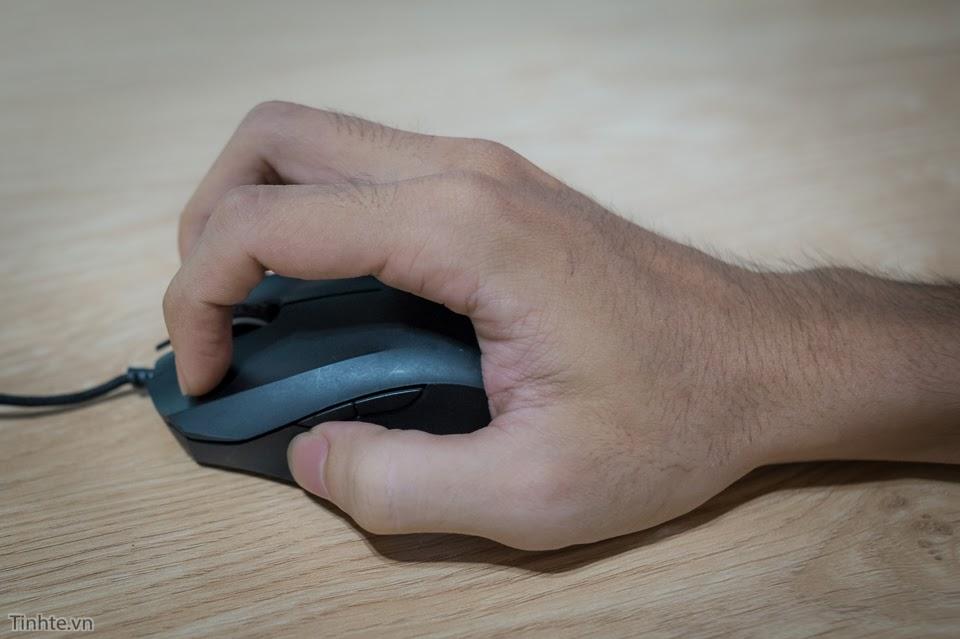 Tư thế cầm chuột đúng cách để đảm bảo sức khỏe xương khớp khi làm việc, chơi game
