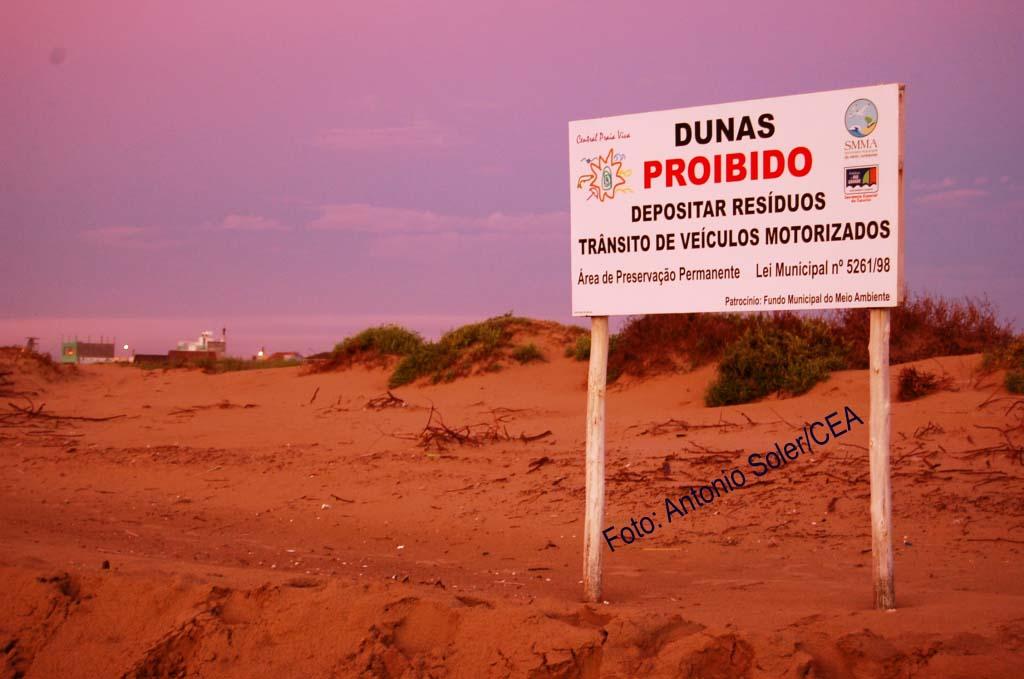 Photo: Ecossistema de dunas. Balneário do Cassino. Rio Grande/RS. Foto: Antonio Soler/CEA