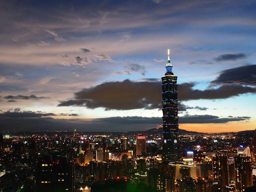 華燈初上的 101 大樓