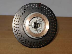 Photo: Le principe : disque avec 3 cercles de trous donnant pratiquement toutes les combinaisons que l'on souhaite