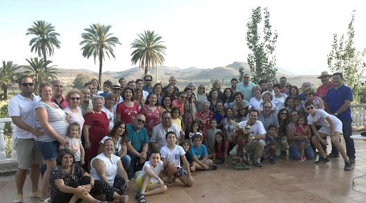 La familia de Huércal-Overa que tiene su santo, su ermita y su propio himno