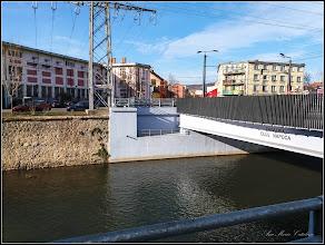 """Photo: Cluj-Napoca, Piata Mihai Viteazul, Podul """"Traian """" peste Raul Somes - deschis circulatiei in anul 2017 - are o lungime de 34 de metri"""" - Podul are patru benzi de circulație, fiecare de câte 3,5 m, două piste de biciclete, a câte 1,6 m, și două trotuare cu lăţimea variabilă, între 2,25 şi 3,5 m. Proiectul tehnic a fost realizat de societatea Expert Proiect 2002.- vechiul Pod Traian, situat în Piaţa Mihai Viteazu din Cluj-Napoca, a fost construit între 1928 – 1931 - Info mediafax si ziua de cluj - 2018.01.31"""